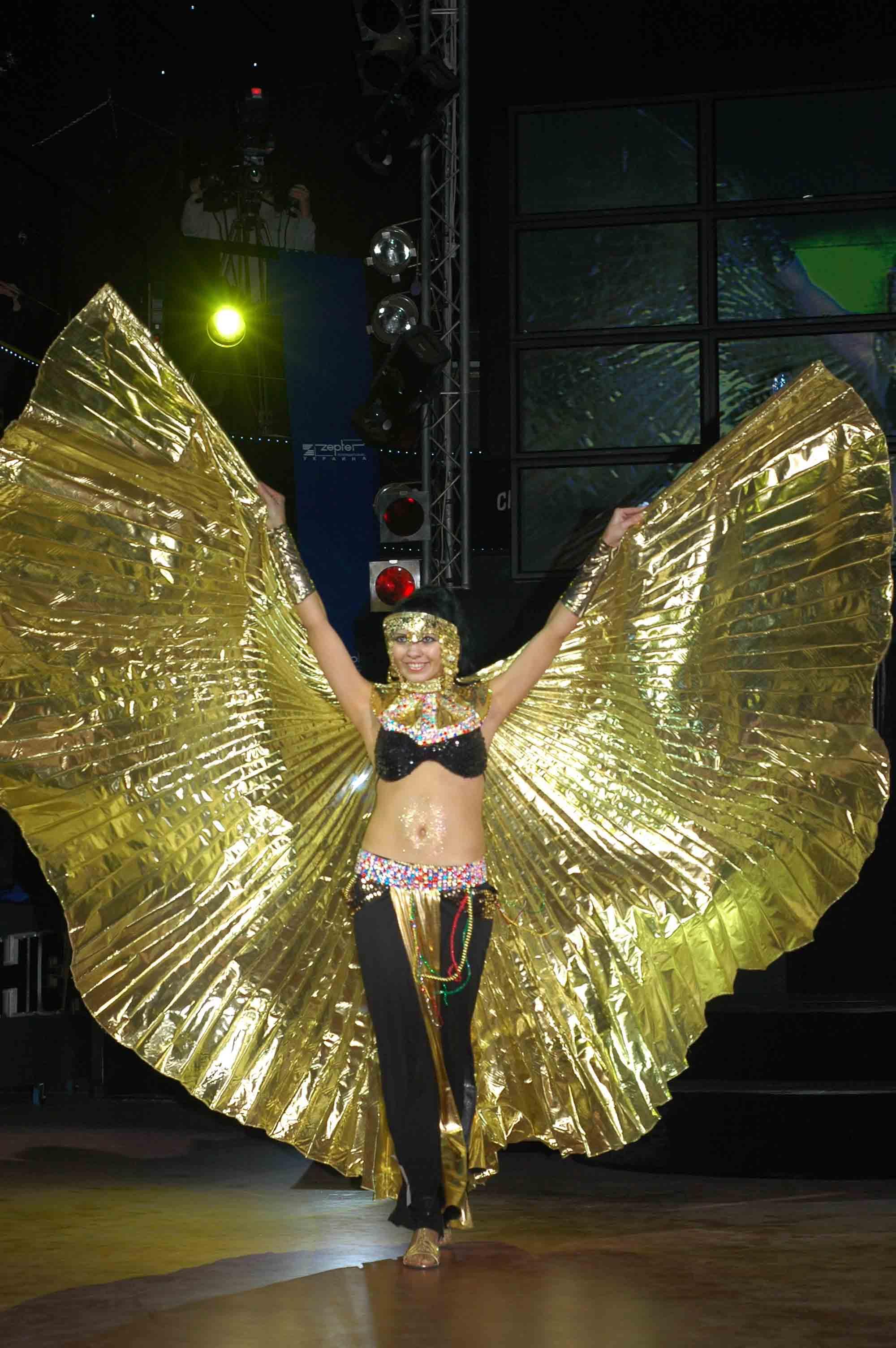 Восточный танец с крыльями